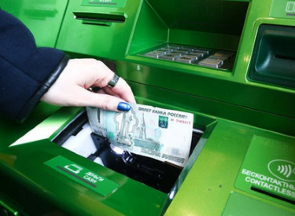 Банки ограничат выдачу наличных в банкоматах из-за коронавируса