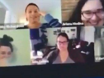 Девушка сходила в туалет при коллегах во время видеоконференции на удаленке (ВИДЕО)