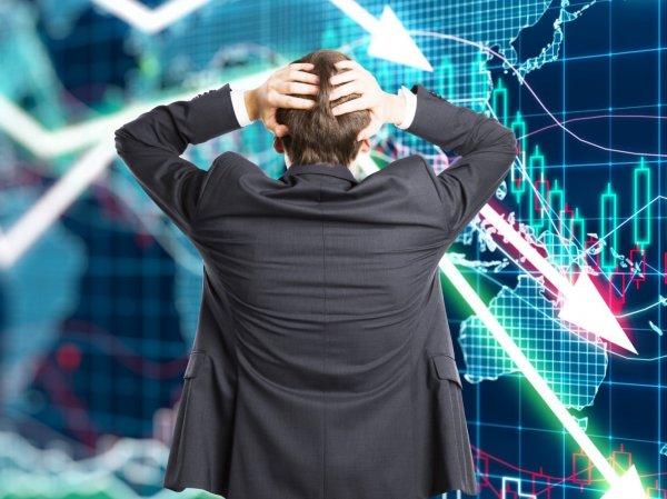 """""""Спешат """"допилить"""" все, что можно"""": эксперт рассказал о надвигающейся катастрофе в экономике"""