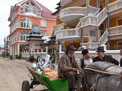 Цыгане из Бузеску не платят никаких налогов государству, формально считаясь безработными, либо владельцами фирм с нулевым балансом.