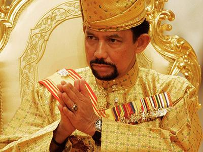Топ-15 богатейших монархов мира