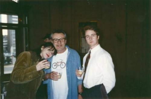 Кортни Лав, Милош Форман и Эдвард Нортон во время съемок фильма «Народ против Ларри Флинта», 1996 год