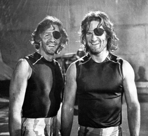Курт Рассел и его дублер Дик Варлок на съемках фильма «Побег из Нью-ЙОрка», 1980 год