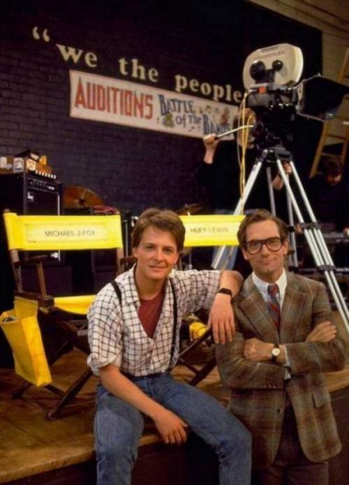 Майкл Дж. Фокус и музыкант Хьюи Льюис во время съемок «Назад в будущее», 1984 год