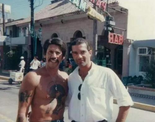 Дэнни Трех и Антонио Бандерас на съемках фильма «Отчаянный», 1994 год