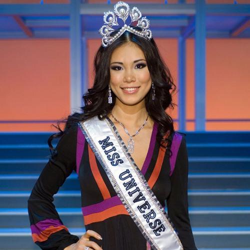 Риё Мори, Япония. «Мисс Вселенная — 2007». 20 лет, рост 179 см, параметры фигуры 89−59−90.