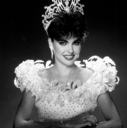 Барбара Паласиос Tейде, Венесуэла. «Мисс Вселенная — 1986». 22 года, рост 173 см.