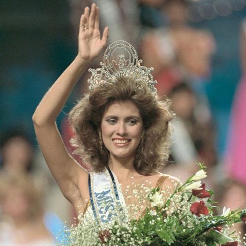 Дебора Карти Деу, Пуэрто-Рико. «Мисс Вселенная — 1985». 19 лет, рост 173 см.
