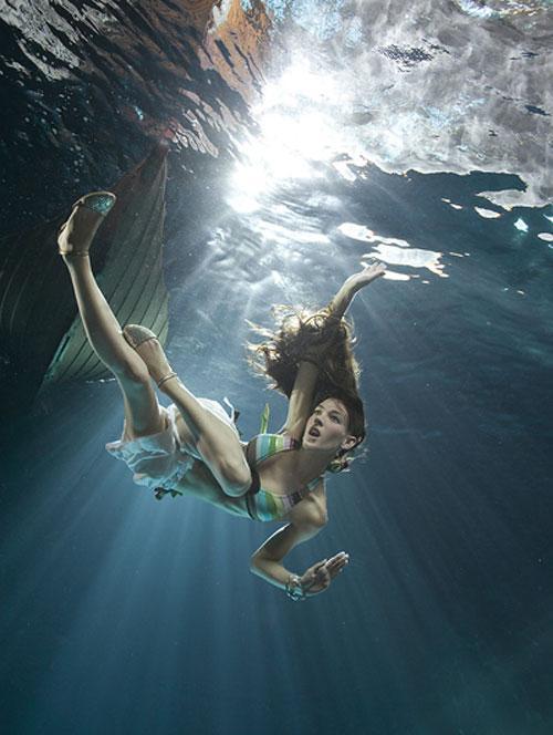 Зена говорит о фотографии «на палубе» , как о чём-то сверхъестественном…