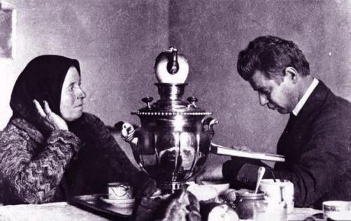 Сергей Есенин читает стихи своей матери.
