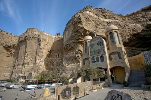 """""""Мусорный город"""": пещерный храм в Каире"""