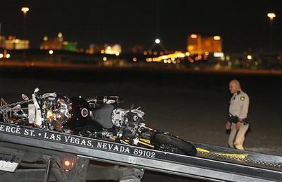 Корралес ехал на высокой скорости, когда врезался в заднюю часть легковой машины. Удар от столкновения выбросил боксера из-за руля. Прежде чем упасть на землю, он был сбит другим автомобилем и умер на месте.