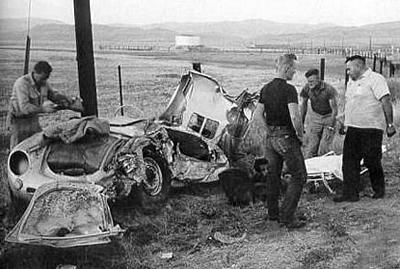 Джеймс Дин ехал на спортивном Porsche 550 «Spyder» по дороге «U.S. Route 466» со скоростью 88 км/ч, когда черно-белый Ford Custom Tudor 1950 года, двигавшийся навстречу, пересек ему путь, не заметив автомобиля актера.