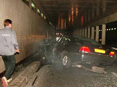 Смерть Дианы наступила в одной из парижских больниц спустя 2 часа после страшной автомобильной катастрофы, произошедшей в туннеле перед мостом Альма на набережной Сены.