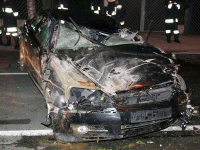 Volkswagen Phaeton, служебный автомобиль Хайдера, вылетел с трассы и несколько раз перевернулся. Политик получил тяжелые травмы головы и грудной клетки и по дороге в больницу скончался.