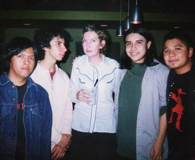 Похороны Хансен, которая начала петь в составе Stereolab с 1992 года, состоялись в ее родном городе Мэриборо, который находится неподалеку от Брисбена, Австралия.
