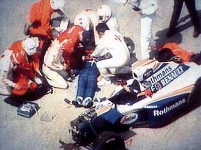 Когда Айртона Сенну достали из обломков болида, он практически не подавал признаков жизни. В госпитале, куда гонщика доставили на вертолете, была констатирована смерть мозга. Похороны прошли на кладбище Морумби близ Сан-Паулу, Бразилия.