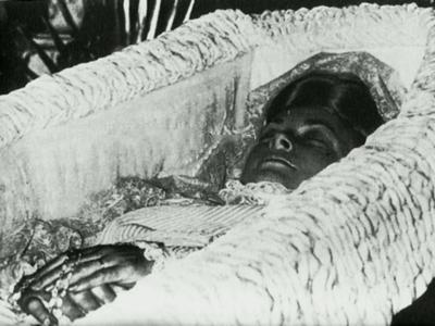 Похороны Грейс Келли состоялись 18 сентября в семейном склепе Гримальди после реквиема в Соборе Святого Николая в Монако. На отпевании присутствовало 400 гостей.