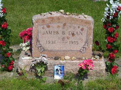 Ходили слухи, что за несколько дней до смерти звезды его друг и знаменитый актер Алек Гиннесс предсказал ему эту аварию. Похороны Дина прошли на кладбище в его родном городе - Фэйрмонте, штат Индиана, США, - 8 октября.