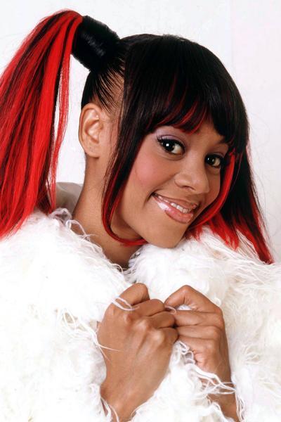 Лиза «Левый Глаз» Лопес (Lisa «Left Eye» Lopes), 27 мая 1971 - 25 апреля 2002 30-летняя американская певица, автор песен, танцовщица, рэперша и актриса, одна из участниц группы TLC, скончалась в Гондурасе, во время отпуска, взятого ей для прохождения курса лечения от алкоголизма.