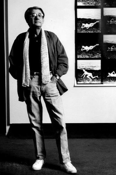 Хельмут Ньютон (Helmut Newton), 31 октября 1920 - 23 января 2004 83-летний фотограф и фотохудожник, один из самых значимых фотомастеров журнала Vogue, нередко работающий в жанре ню и выдвигающий своим профессиональным кредо лозунг «Sex sells» («Секс помогает продавать»), погиб в Голливуде.
