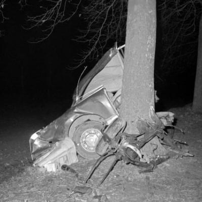Автомобиль Facel-Vega, в котором Альбер вместе с семьей своего друга Мишеля Галлимара возвращался из Прованса в Париж, вылетел с дороги. Писатель умер мгновенно. Его друг скончался 2 дня спустя.