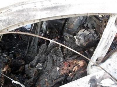 По словам очевидцев аварии, машина летела по трассе со скоростью более 200 км/ч. А упав в траншею, она мгновенно загорелась. Ее пассажиры обгорели настолько, что опознать их до проведения медицинской экспертизы было невозможно.