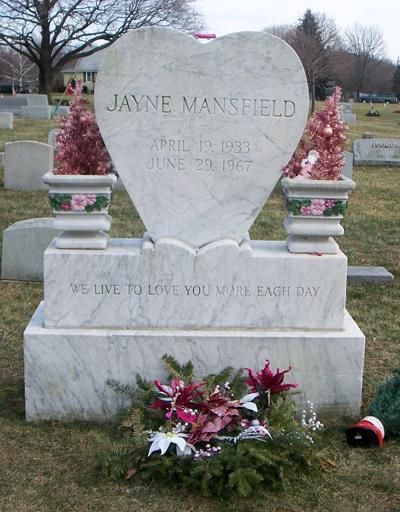 Джейн была похоронена в Пенсильвании. Ее могильный камень стал местом поклонения для миллионов почитателей с обоих побережий Америки.