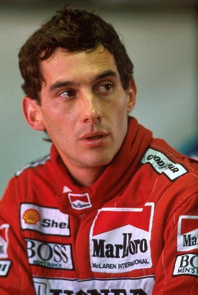 Айртон Сенна (Ayrton Senna), 21 марта 1960 - 1 мая 1994 34-летний бразильский автогонщик, трехкратный чемпион мира по автогонкам в классе Формула-1 (1988, 1990 и 1991), погиб на соревнованиях «Гран-при Сан-Марино» в Имоле, Италия, разбившись на седьмом круге гонок.