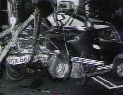 Исполнитель возвращался со своей подругой, Глорией Джонс, из бара-ресторана «Morton`s Club» в пригороде Лондона. Девушка, которая вела машину, фиолетовый Mini 1275 GT, не справилась с управлением, и автомобиль влетел в дерево.