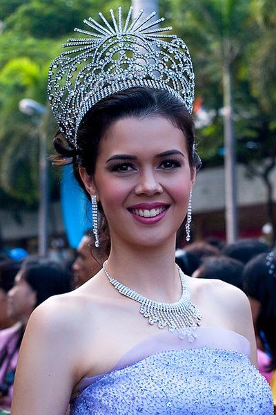 Мелоди Гершбах (Melody Gersbach), 18 ноября 1985 - 21 августа 2010 24-летняя филиппинская модель, обладательница титула «Miss International-2009», погибла в результате автомобильной аварии в восточной части Филиппин, в деревне Павили около города Була, провинция Камаринес Сур.