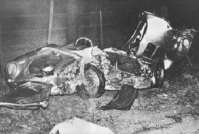 Две машины столкнулись практически в лоб. Водитель Форда получил тяжелые ранения. Дин умер по дороге в больницу. Последними словами актера были: «Этот парень должен был остановиться... Он же видел нас».