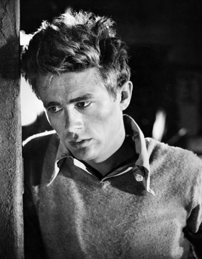 Джеймс Дин (James Dean), 8 февраля 1931 - 30 сентября 1955 24-летний американский актер, обязанный популярностью трем фильмам, вышедшим в год его гибели в автокатастрофе, - «К востоку от рая», «Бунтовщик без причины» и «Гигант», - умер недалеко от города Холаме в штате Калифорния, США.