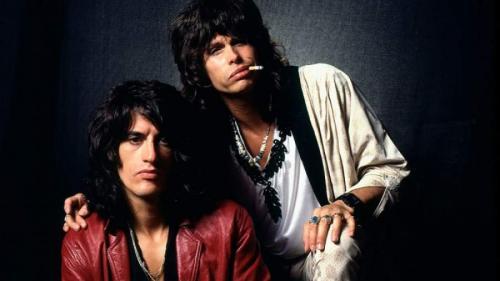 AerosmithЖурнал Rolling Stone и телеканал VH1 включили группу в список 100 самых великих музыкантов всех времен, а в 90-х их хиты доносились из эфиров всех радиостанций. Особый интерес поклонники питали к вокалисту Стивену Тайлеру и гитаристу Джо Перри.