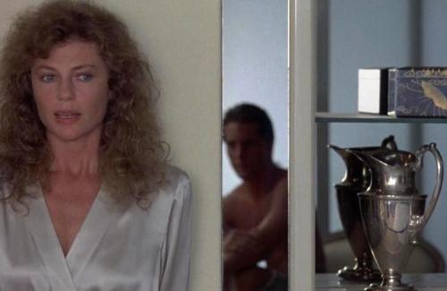 """Британская киноактриса получила свою известность благодаря ролям в фильмах 1960-80-х годов, среди которых такие значительные, как «Американская ночь» Трюффо, «Бездна» Йетса и «Дикая орхидея».На фото: кадр из фильма """"Дикая орхидея"""" (1989)"""