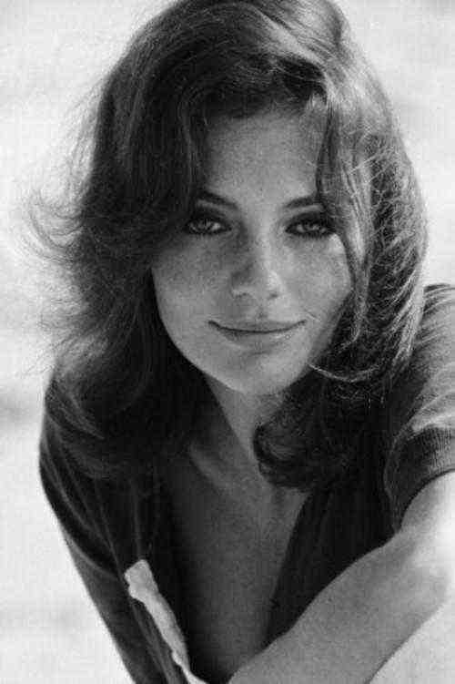 За свою жизнь актриса так и не вышла замуж и не завела детей,- это не случайное стечение обстоятельств, а осознанный выбор актрисы. Жаклин всегда воспевала свободу и много раз повторяла, что брак ей неинтересен.