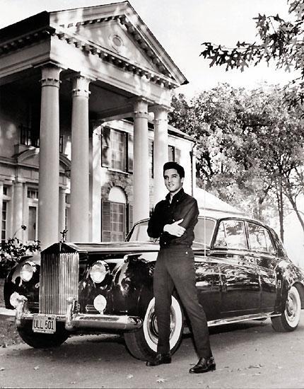 Фото  селибрити в домашней обстановке интересовали публику еще в эпоху Мерилин  Монро и Элвиса Пресли.