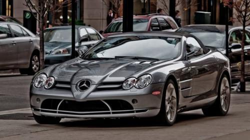 15. Mercedes-Benz SLR McLaren – $ 445 000.Очевидно, что это не самая дорогая вещь, которой владеет Дональд Трамп, и все же... Трамп владеет по крайней мере, пятью лучшими и самыми дорогими автомобилями, в том числе и этим Mercedes-Benz SLR McLaren 2003 года. У него также имеется Lamborghini Diablo VT 1997 года, Chevrolet Camaro Indianapolis 500 Pace Car 2011 года и парочка Роллс-Ройсов.  Когда эта модель McLaren впервые появилась в продаже, ее цена начиналась от $ 445,000. Предположительно, этот автомобиль был одним из лучших для своего времени.