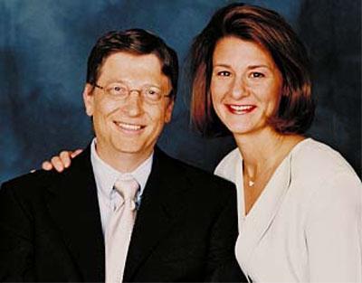 В своем знаменитом доме с видом на озеро Вашингтон Гейтс поселился вскоре после женитьбы на Мелинде Френч.Он встретил ее впервые в 1987 году, на пресс-брифинге Microsoft в Нью-Йорке. Как выяснилось, девушка уже давно работала в его компании. Выйдя замуж за босса в 1994 году, Мелинда оставила службу и родила троих детей. Сейчас миссис Гейтс с головой ушла в благотворительную деятельность.