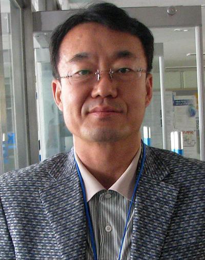 ��� ���-���� (Kim Ung-Yong)��������� ���������. ��� � �������� 4 ��� ������� ���� ������ ����� � ����� ������ �� ��������������� �������. IQ=210