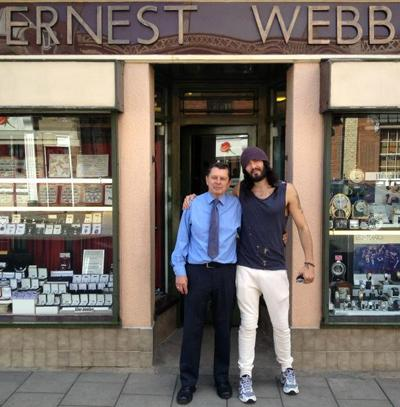 ������ ����� (Russell Brand) ��� ��� ������������ �� ��������������. �� ����� �������� � ����� � ������� �� ������ ����, ������� ���� �� ����� ���� ����������� �����. ��� ��, - �������� ��� ���� �������.