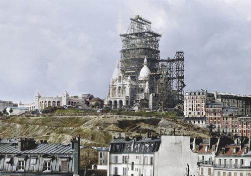 1880-е годы. Строительство колокольни базилики Сакре-Кёр на высочайшей точке Парижа — холме Монмартр.