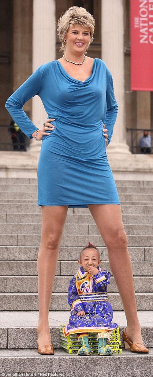 Фотки мужчин между женских ног