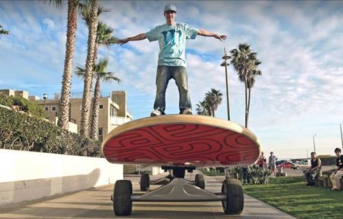 7. Огромный скейтбордКак насчет самого большого скейтборда на планете? Выглядит эта штука действительно эффектно, правда ездить на ней совсем неудобно. Длина