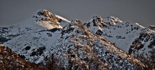 Лас-Транкас, Чили Здесь находятся одни из лучших горных склонов Южной Америки. Анды как-никак. Кататься на лыжах можно круглый год, а аренда жилья обойдется всего в $300 в месяц. Богатые туристы живут на склонах горах, а опытные — в деревнях у их подножия.