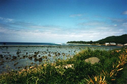 Аваруа, острова Кука Формально эти острова — часть Новой Зеландии, но от этого архипелага они находятся в 2008 км к северо-востоку. Местные тропические пляжи не уступают мальдивским или сейшельским, вот только жилье здесь можно снимать за $130 в месяц.