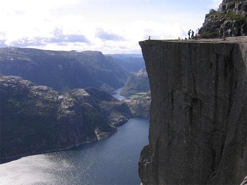 Прекестулен  по-норвежски означает «церковная кафедра» или