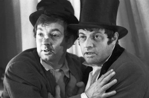 Позже закадычные друзья стали еще и коллегами, организовав неповторимы творческий дуэт, который блестяще выступал на эстраде, в театре и кино.