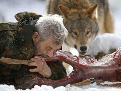 Заповедник для волков в немецкой провинции Саар был основан Фройндом в 1972 году. Здесь мужчина содержит волков шести различных видов, обитающих по всему миру.
