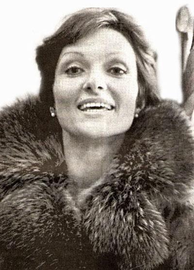 Лариса Шепитько (6 января 1938 - 2 июля 1979) 41-летняя советская актриса, сценарист и кинорежиссер, известная благодаря фильмам «В тринадцатом часу ночи» (1969), «Ты и я» (1971) и «Восхождение» (1976), погибла на 187-ом километре Ленинградского шоссе, близ поселка Редкино.